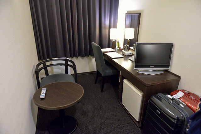 【京都塔飯店】從走道往書桌的方向看
