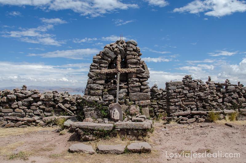 altar de Taquile en las islas del lago Titicaca