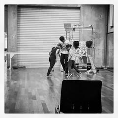 """:musical_score: Popul'hair rehearsal @ Centre Sonis :dancers: #dance #show #gwada  """"""""popul'hair"""" est une pièce tout à la fois ode, plaidoyer et critique de la société postcoloniale déconstruisant poncifs et stigmates pour une réflexion sociale du paraître"""
