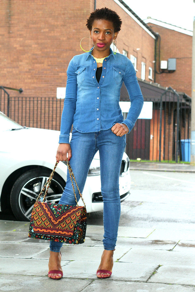denim-shirt-with-denim-jeans, Denim shirt, denim skinny jeans, Denim on denim, blue denim jean, blue denim shirt, skinny jeans, burgundy shoes, strappy burgundy heels, strappy heels, statement necklace, double denim, denim on denim look, casual outfit, how to style double denim, how to style denim on denim, how to wear denim on denim