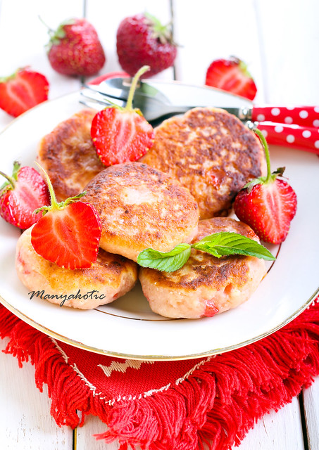 berry fried cakes