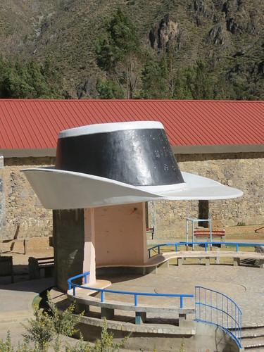 Laroas, another hat statue