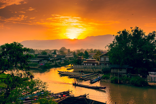 morning light sunset lake nature beautiful up birds clouds sunrise river boats boat colorful asia asien wake market burma myanmar inle southeast fluss burmese motorboat dimm nyaung shwe