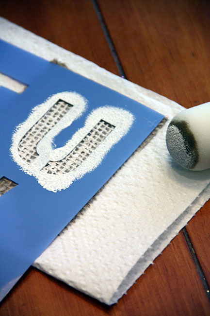 Make_Sponge-painting-a-U