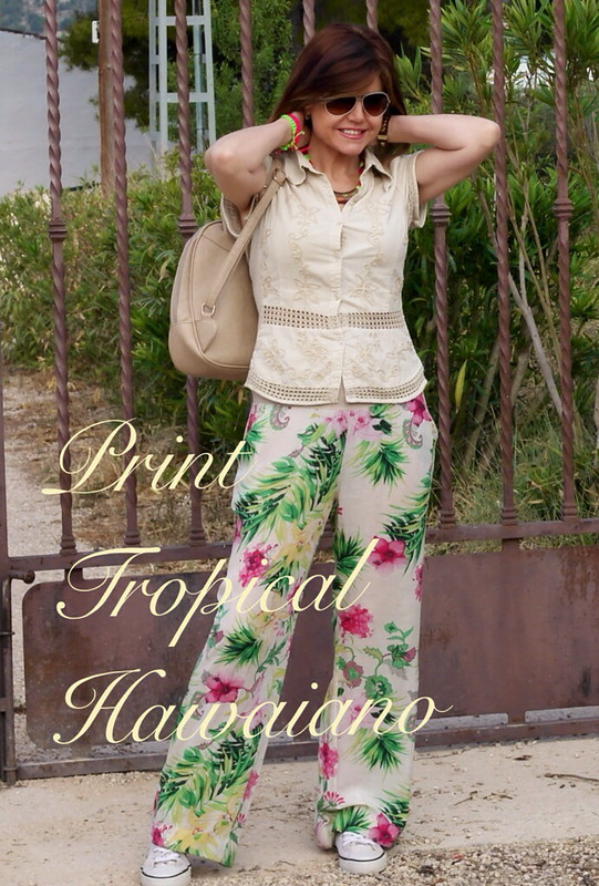 Look veraniego: print tropical con zapatillas