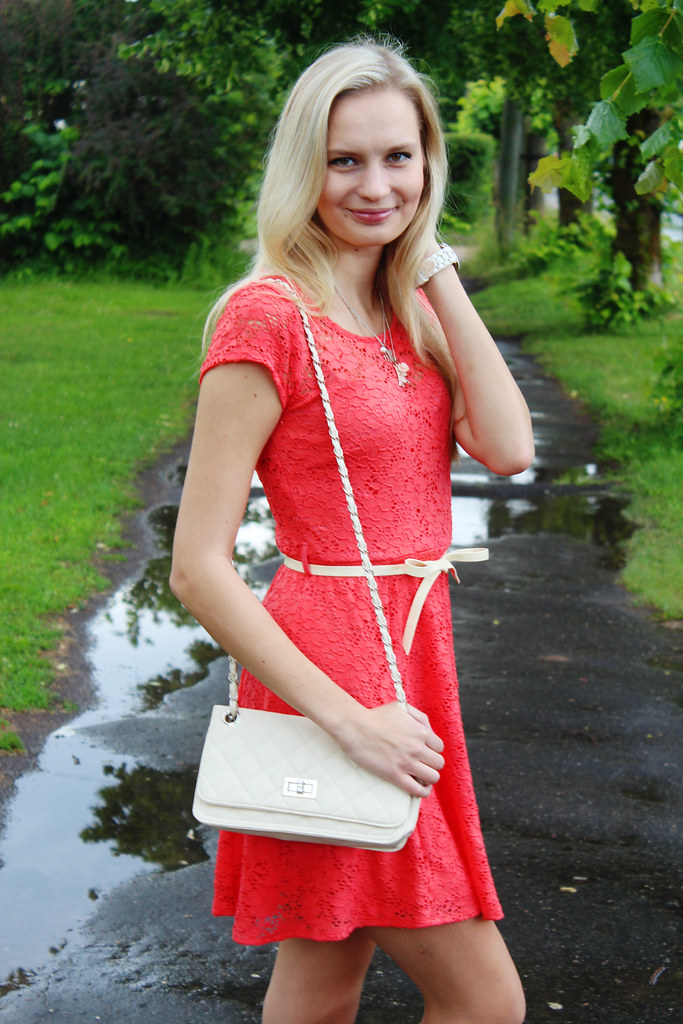 how-to-take-outfit-pictures-in-rain