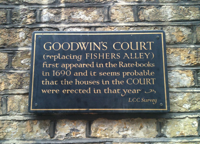 Grey plaque № 7947 - Goodwin's Court (replacing Fishers Alley) first appeared in the Rate-books in 1690 and it seems probable that the houses in the Court were erected in that year