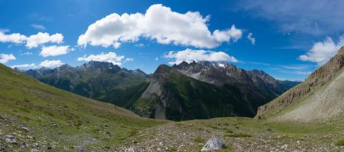 Panorama du côté des massifs des pointes de Mary (à gauche) et de l'Aiguille de Chambeyron