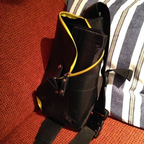 Xperia Z2 Tablet、このバッグに入れば嬉しいのだけど… 10.1インチだとバッグを選ぶなぁ。 #Xperiaアンバサダー