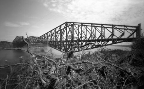 Québec bridge.  Pinhole.