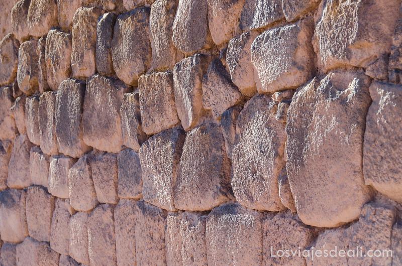 sillares incas en la ruta de Sillustani y Raqchi