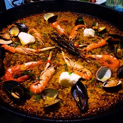seafood boil(0.0), fish(0.0), paella(1.0), seafood(1.0), bouillabaisse(1.0), food(1.0), dish(1.0), cuisine(1.0), mussel(1.0),
