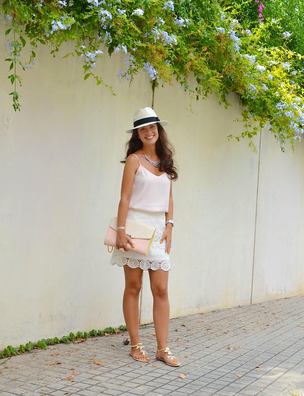 Cómo combinar una falda de encaje blanca
