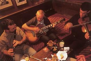 Música en un pub.