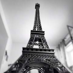 Haaa, this is the beginning of a new series #eiffeltower