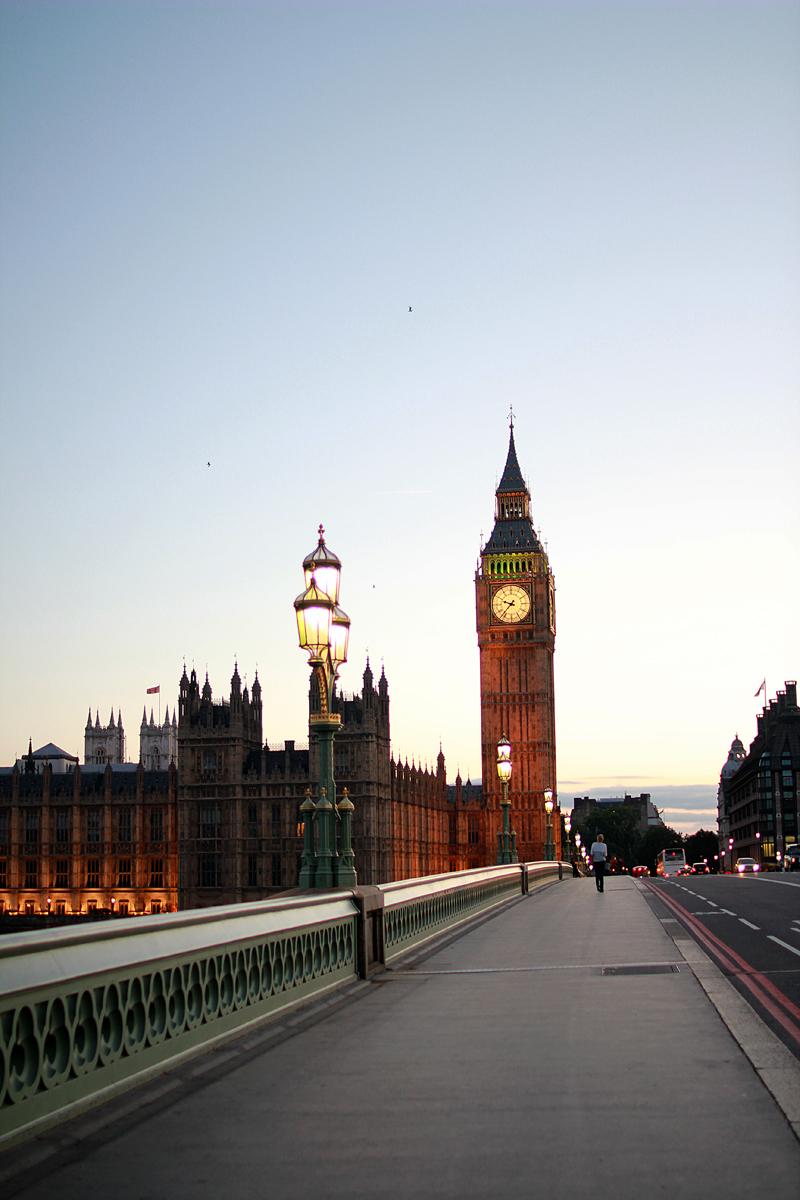 EOS 550D 244 LONDON 305 M