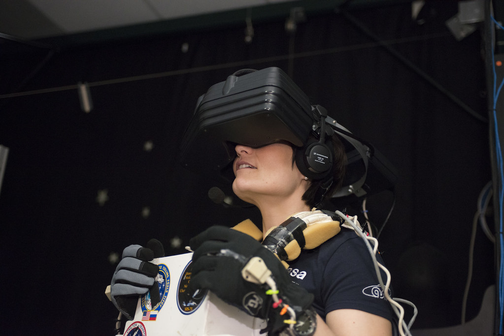 EVA training in the virtual reality lab