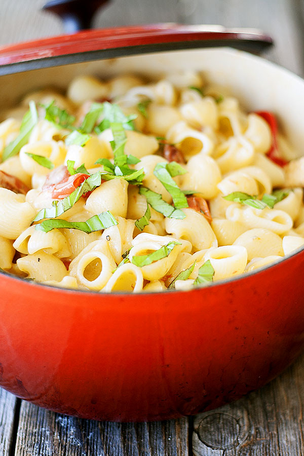 caprese style mac and cheese