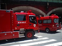 firefighter(0.0), automobile(1.0), commercial vehicle(1.0), vehicle(1.0), truck(1.0), transport(1.0), trailer truck(1.0), fire department(1.0), emergency vehicle(1.0), emergency(1.0), land vehicle(1.0), fire apparatus(1.0), emergency service(1.0), motor vehicle(1.0),