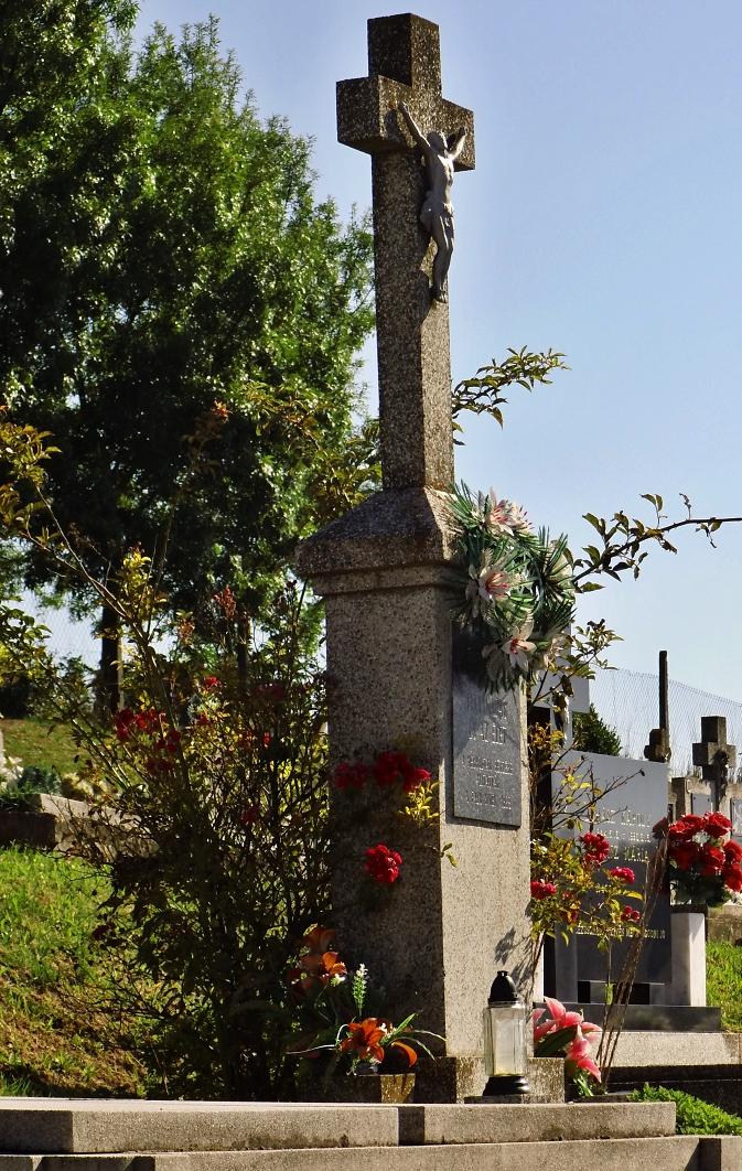 Kríž cintorína v Malom Kiarove