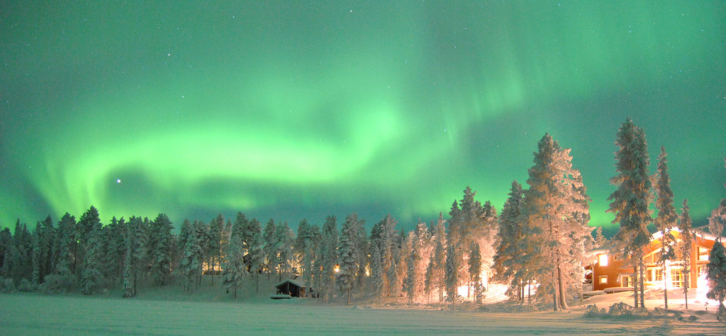Kangos Pinetree Lodge with northern light