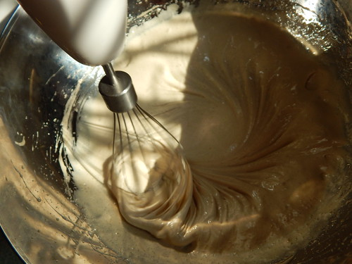 бисквитная шарлотка с коричневым сахаром и семенем льна | horoshogromko.ru