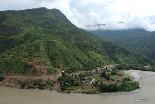 dapkha montagnes nepal préci rivière sunkoshiriver village