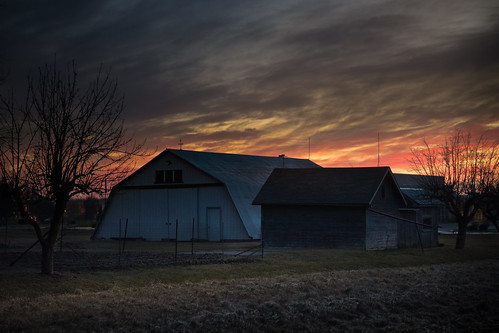 camera club walking photo barn hut building sunset atardecer sundown orange sky clouds evening february michigan midmichigan colorful farm canoneos5dmarkiv