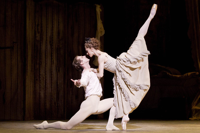 Nehemiah Kish as Des Grieux and Marianela Nuñez as Manon in Manon © ROH / Johan Persson 2011