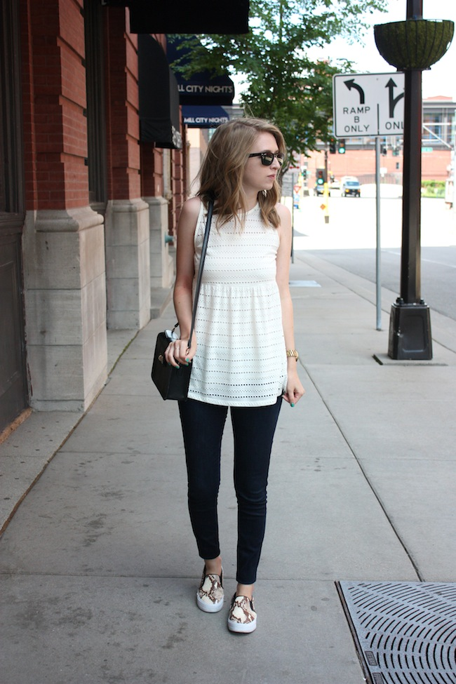 chelsea+lane+zipped+truelane+blog+minneapolis+fashion+style+blogger+urban+outfitters+babydoll+levis+535+legging+steve+madden+tnyc+blonde+salad+mellow+world+kelly1
