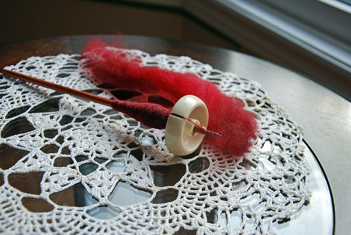 Bosworth Moosie spindle with tulipwood shaft and Shetland wool