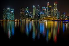 Singapore: Skyline at night // Skyline bei Nacht