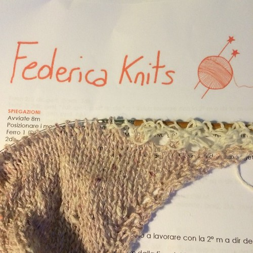 Something new and special on my needles :) Qualcosa di nuovo e speciale sui miei ferri :) Volo di Farfalle di Federica @wool_crossing
