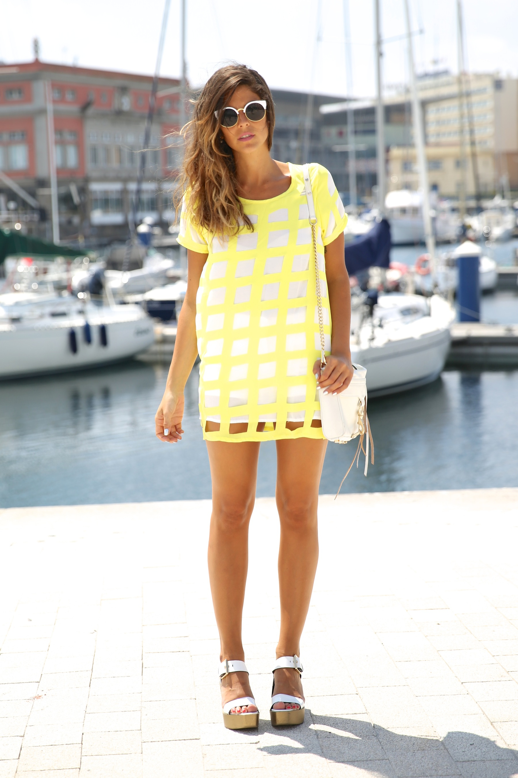 trendy_taste-look-outfit-street_style-ootd-blog-blogger-moda_españa-fashion_spain-coruña-galicia-sandalias_plataforma-platform_sandals-rebecca_minkoff-yellow-amarillo-vestido-dress-plaid-cuadros-12
