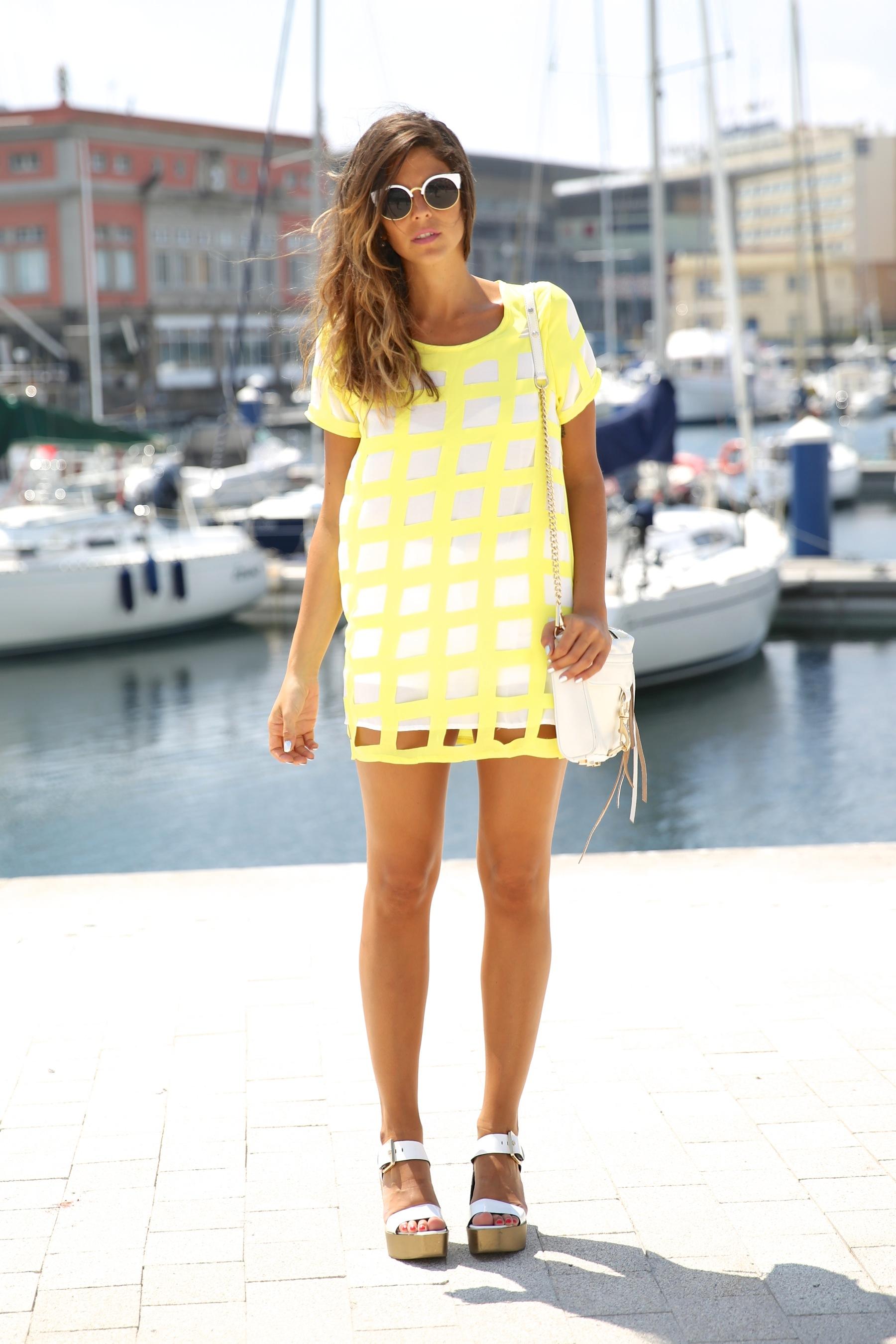 trendy_taste-look-outfit-street_style-ootd-blog-blogger-moda_españa-fashion_spain-coruña-galicia-sandalias_plataforma-platform_sandals-rebecca_minkoff-yellow-amarillo-vestido-dress-plaid-cuadros-12