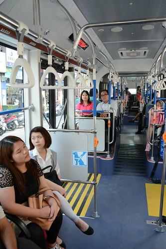 台中BRT車輛:由前端向後望