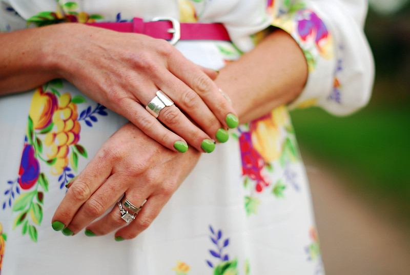 Lime green manicure and florals #summer