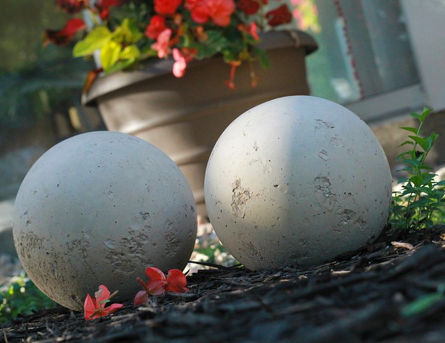 how to make diy garden balls via Kristina J blog