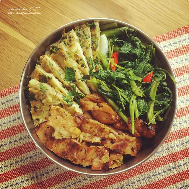 給范老爺的便當菜[9]。嫩煎雞腿排+九層塔烘蛋+辣炒 ...