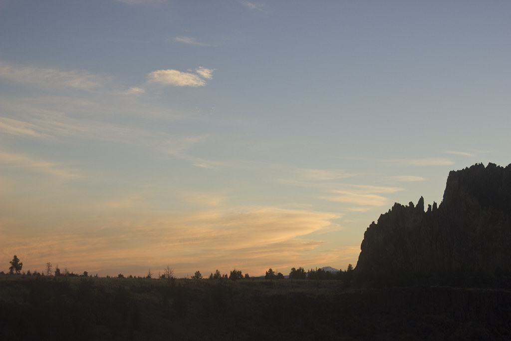 Golden sunset sunshine sunrise rocks earth smith rock oregon scenery sunset