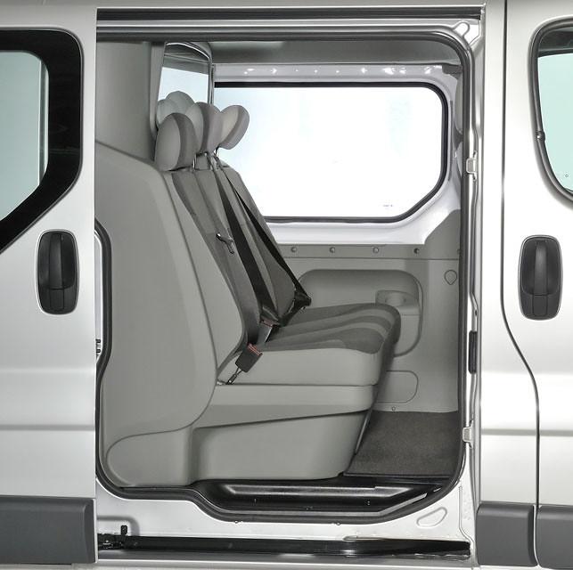 82b3570562 Vauxhall Vivaro   Renault Trafic   Nissan Primastar Luxury Double Cab  Conversion · Peugeot Partner - Van Guard Roof Bars-9