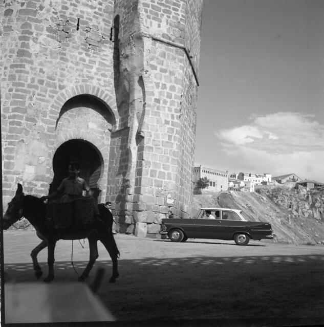 Puente de San Martín en los años 50. Fotografía de Francesc Catalá Roca © Arxiu Fotogràfic de l'Arxiu Històric del Col·legi d'Arquitectes de Catalunya. Signatura B_8608_716