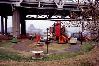 a0l013: Painting equipment at JFK Bridge, Louisville