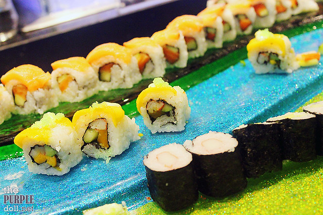 Some sushi rolls