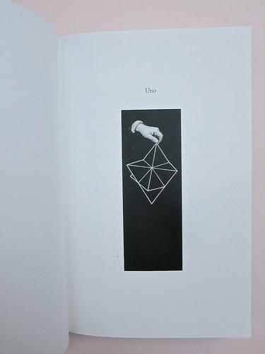 Ortografia della neve, di Francesco Balsamo. incertieditori 2010. Progetto grafico di officina delle immagini. L'indicazione del capitolo: un numero scritto in lettere e, più in basso, ill. b/n: a pag. 11 (part.), 1