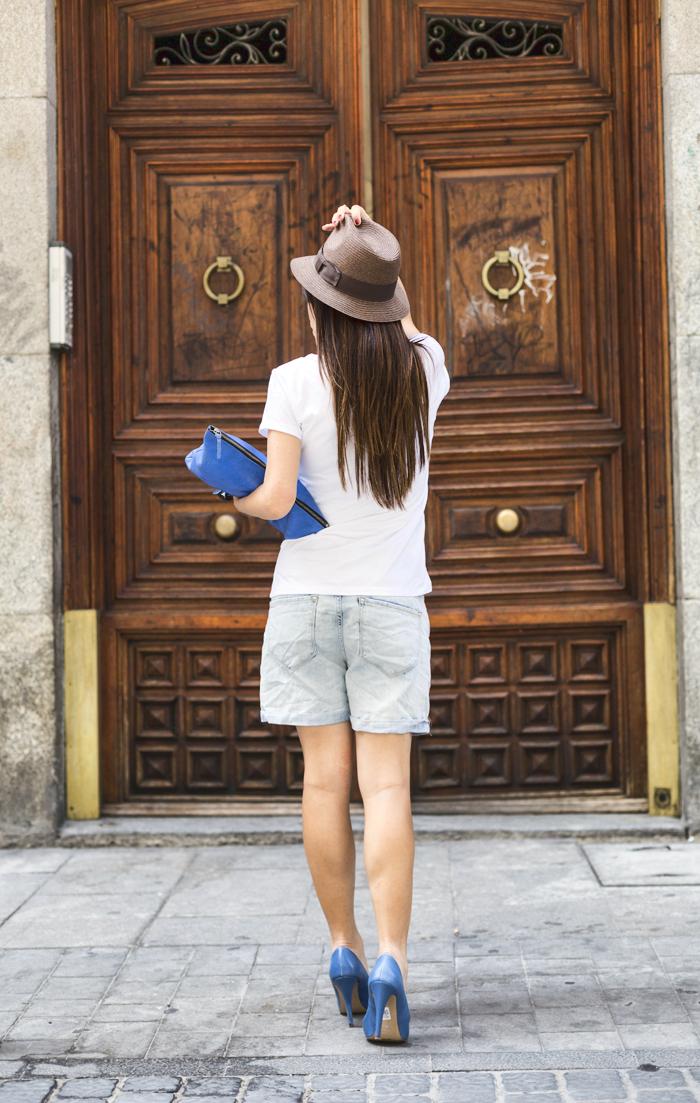 street style barbara crespo be happy tshirt a bicyclette fashion blogger outfit blog de moda
