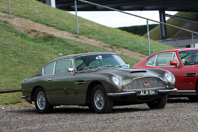 Aston Martin DB6.