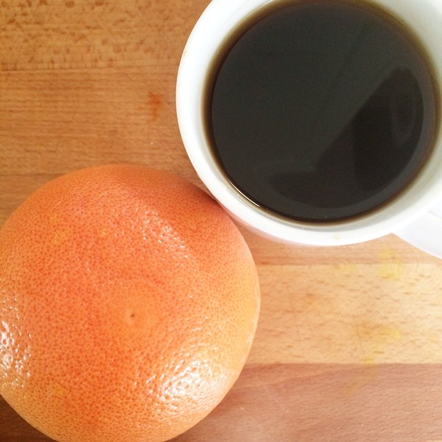 Day 21, #whole30 - breakfast (grapefruit & black coffee)