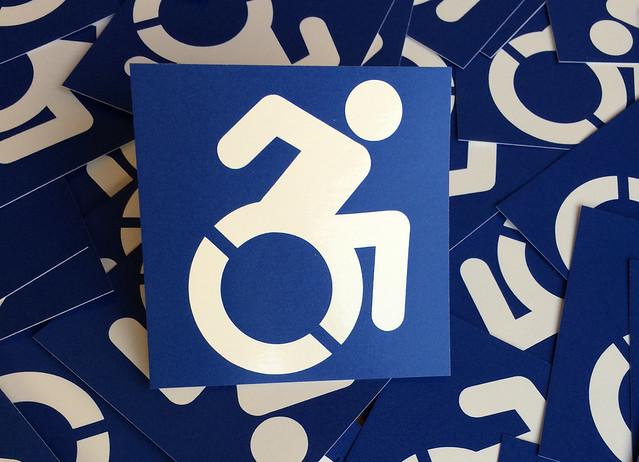 """Neue Aufkleber """"Piktogramm für Barrierefreiheit"""" bei BIZEPS erhältlich"""