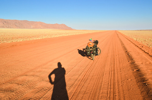 Cycling the D707, between the Tiras mountains and the Namib desert